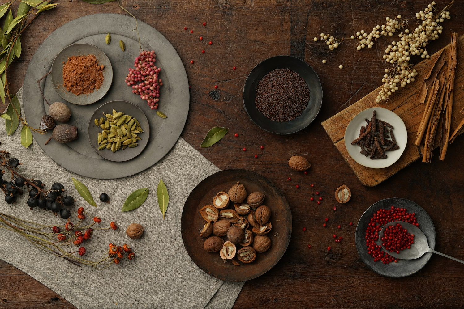table-setting-spices-alpha-7RIV