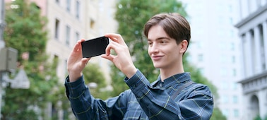Man using triple lens camera on Xperia 10 II