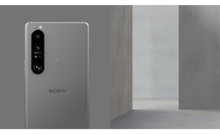 Xperia 1 III in Frosted Gray in a gray room
