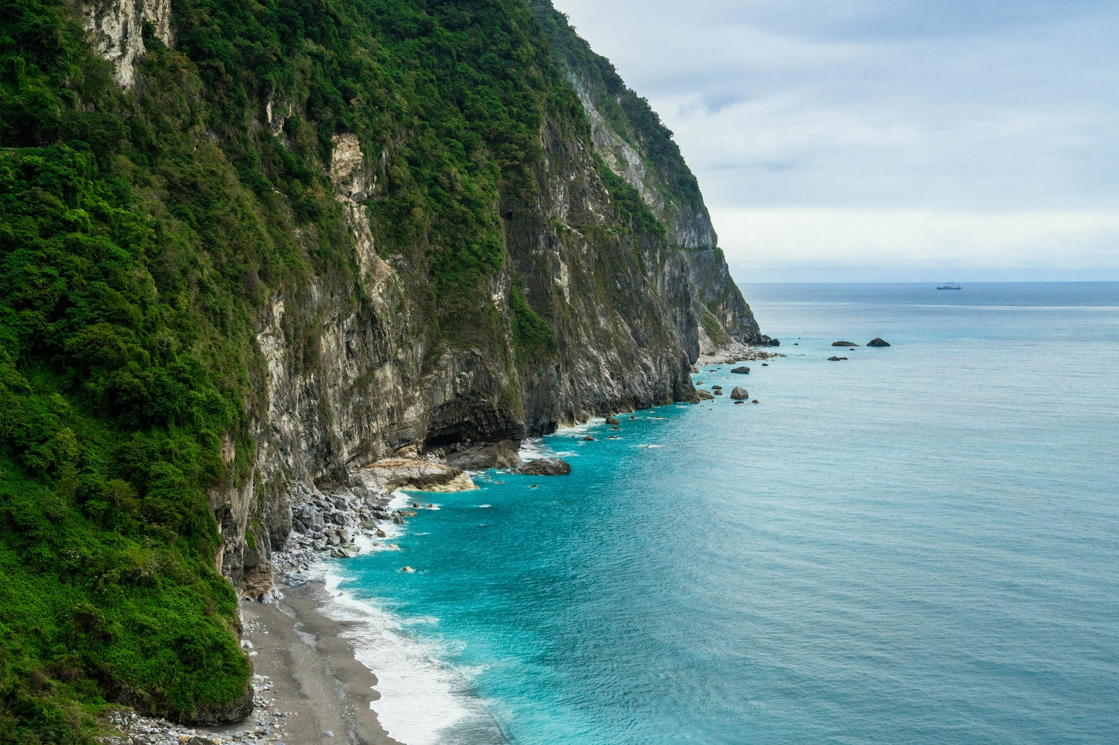 View of creek by Qingshui Cliff by the sea