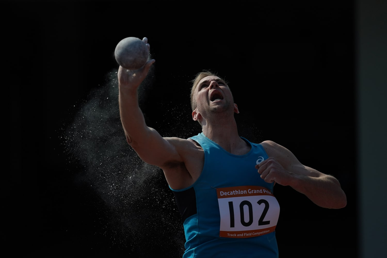 shotput-runner-triumphant-alpha-9