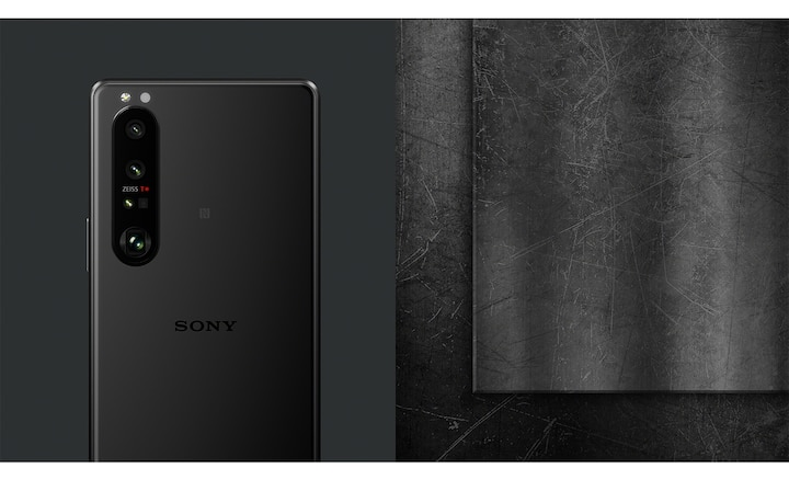 Xperia 1 III in Frosted black in a black room